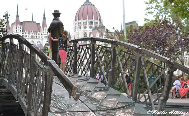 Parlement Hongrois et Statue