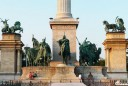 Les statues de la place des héros à Budapest