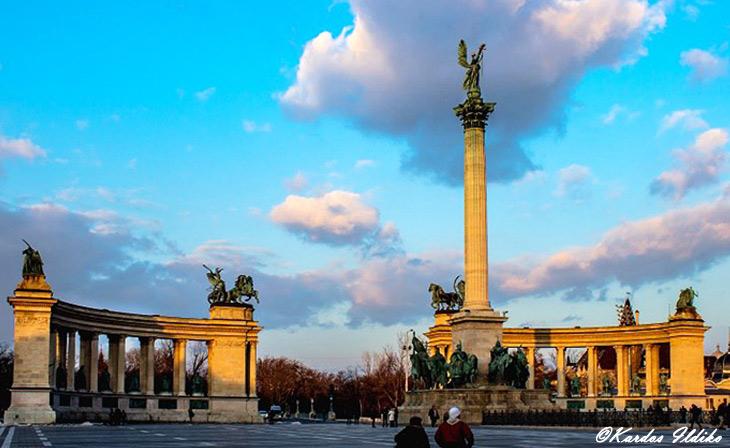 La palce des héros à Budapest