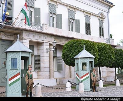 La relève de la garde au château à Budapest