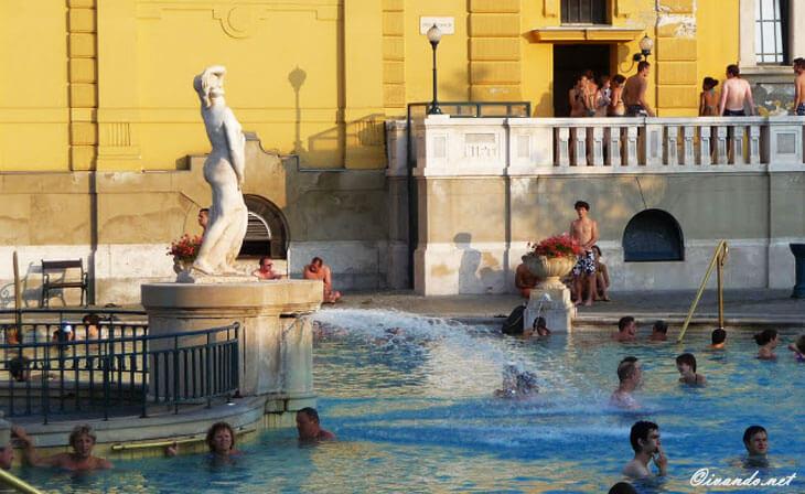 Bains Széchecnyi piscine externe