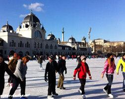 Patinoire en hiver à Budapest