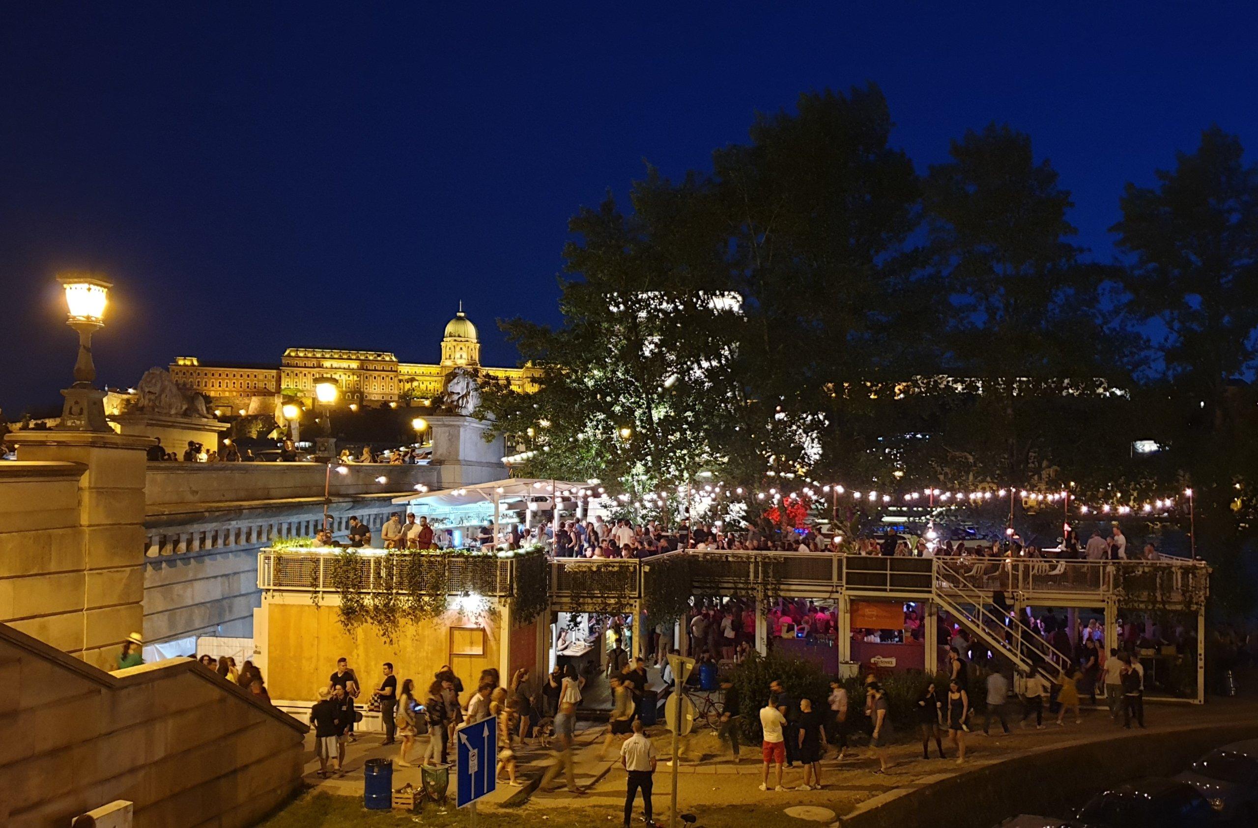 Pontoon Budapest nuit