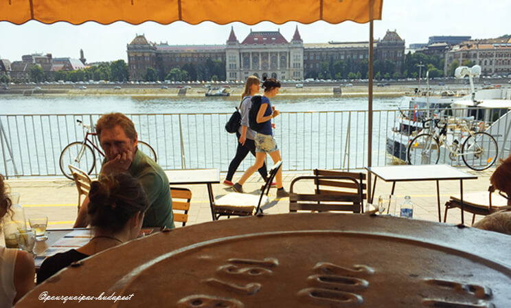 Budapest terrasses en été